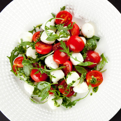 рецепт салат капрезе с соусом песто рецепт
